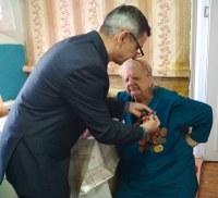 Ветерану ВОВ вручили медаль в связи с 75-летием освобождения Белоруссии от немецко - фашистских захватчиков