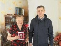 Вручение медали труженице тыла - Брянцевой Марии Маркеловне